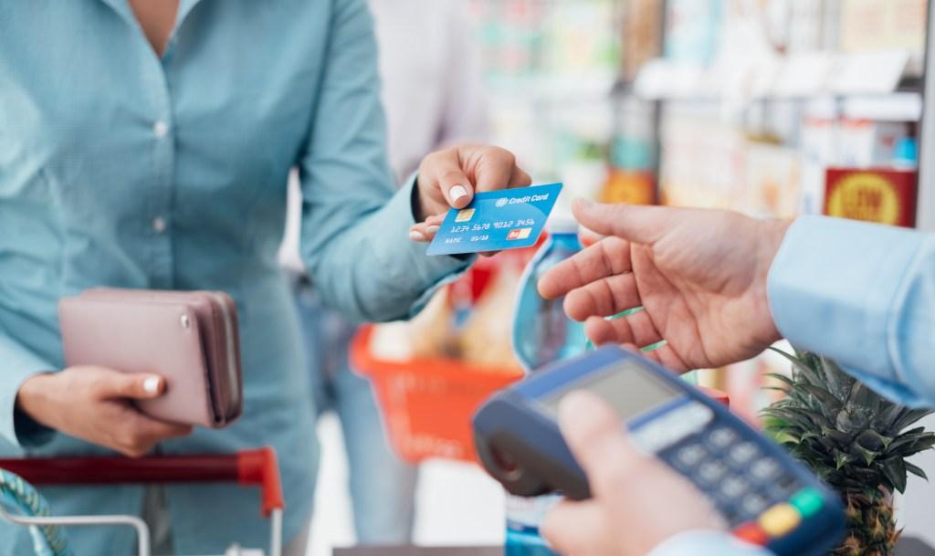 2021 出差旅遊信用卡優惠攻略:教你賺到紅利、哩程、保險等優惠集合