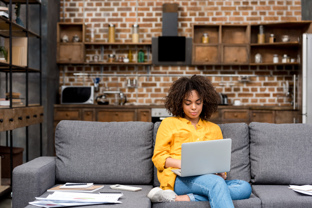 Attractive,Young,Woman,Working,Working,With,Laptop,On,Couch