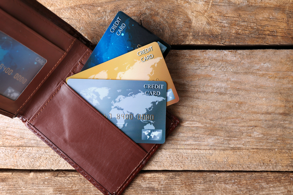 Credit,Cards,In,Leather,Wallet,On,Wooden,Background
